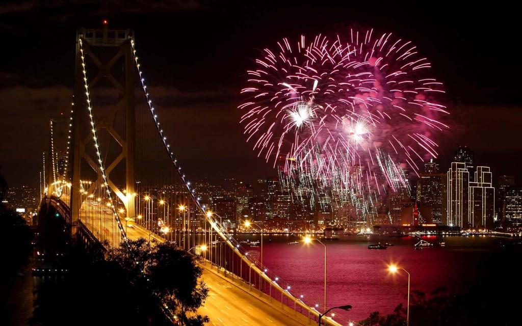 Fireworks-light-up-San-Francisco-Bay